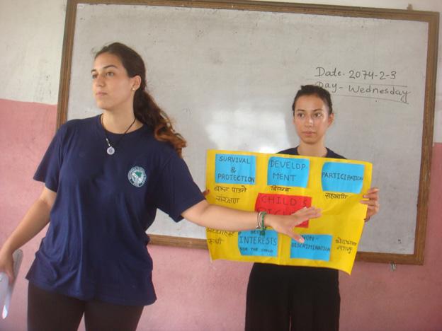 VIN-volunteer-explaining-on-Children-Rights